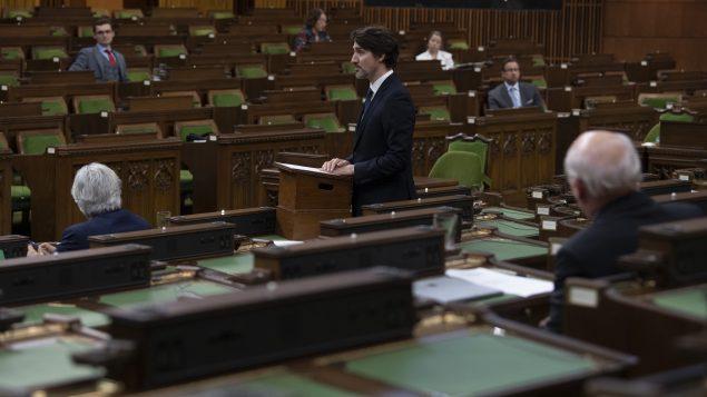 رئيس الحكومة جوستان ترودو في مجلس العموم قدّم التعزية بضحايا عمليّة إطلاق النار في نوفا سكوشا في 20-04-2020/Adrian Wyld/CP