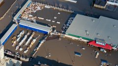 الفيضانات زادت من معاناة أبناء منطقة فورت ماكموري في مقاطعة ألبرتا/Greg Halinda/CP