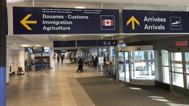 إذا تمت الموافقة على طلب الإقامة الدائمة قبل 18 مارس آذار، فيمكن للمهاجر القدوم والاستقرار في كندا -Ivanoh Demers / Radio Canada