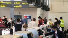 إجلاء مواطنين كنديين ومقيمين دائمين - الصورة في مطار الجزائر يوم 4 أبريل نيسان 2020 - Photo : Twitter/@CanadaAlgeria