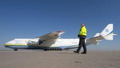 رحلة واحدة على متن طائرة أنتونوف 225 تساوي رحلتين ونصف على متن طائرة شحن 747 - AP Photo / Jens Meyer
