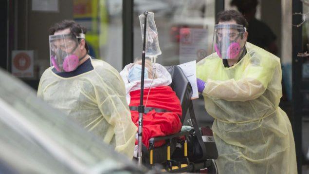 ووفقًا لأحدث تقرير، فإن عدد الإصابات وصل إلى 19.319 حالة في مقاطعة كيبيك 939 حالة وفاة. وبلغت الإصابات في كندا 36.319 حالة و1.710 وفاة - The Canadian Press / Graham Hughes