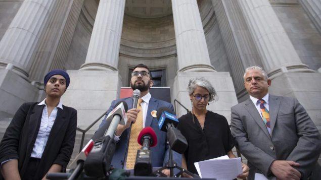 واجه قانون علمانيّة الدولة معارضة احواب ومجموعات أهليّة ونقابيّة رأن فيه تمييزا بحقّ الأقليّات/Ivanoh Demers/Radio-Canada