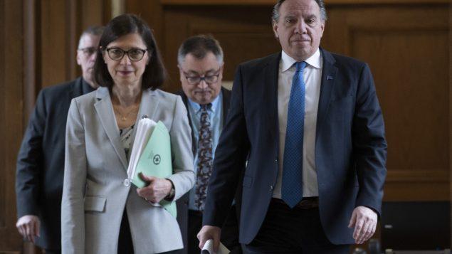رئيس حكومة كيبيك فرانسوا لوغو ووزيرة الصحّة الكيبيكيّة دانيال ماكّان/Jacques Boisinot/CP