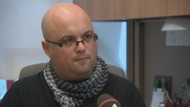 """.""""، سيمون لابيير ، أستاذ بكلية الخدمة الاجتماعية بجامعة أوتاوا - Radio Canada"""