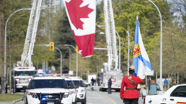 الشرطة الملكيّة الكنديّة تكرّم في سوري بريتيش كولومبيا أحد عناصرها الملازم كيري بليدس الذي راح ضحيّة عمليّة إطلاق النار في نوفا سكوشا/Jonathan Hayward/CP