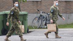 انتشر الجيش الكندي للمساعدة في مراكز الرعاية الطويلة الأمد في مقاطعتي كيبيك و أونتاريو//Graham Hughes/CP