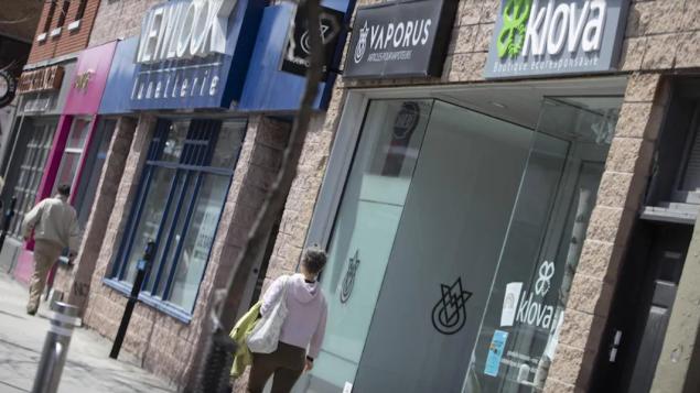 تستعدّ المتاجر لإعادة فتح أبوابها بعد إقفال حتّمه فيروس كورونا/Ivanoh Demers/Radio-Canada