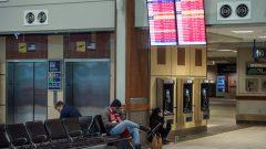 انخفض إجمالي الرحلات التجارية في مطار هاليفاكس بنسبة 88٪ تقريبًا في أبريل نيسان الماضي مقارنة بنفس الفترة من العام الماضي - Reuters Darren Calabrese /