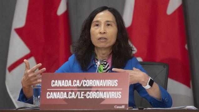د. تيريزا تام مديرة وكالة الصحّة العامّة الكنديّة تقول إنّ بإمكان عدوى فيروس كورونا تنتشر بسرعة في السجون/Adrian Wyld/CP