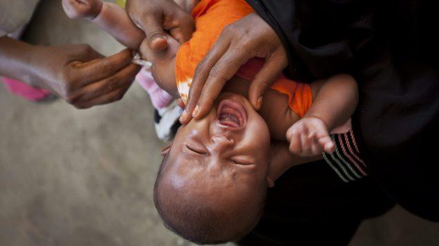 ساهمت منظّمة غافي الدوليّة في تحصين ملايين الأطفال من الأمراض حول العالم/أرشيف/Ben Curtis/AP