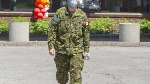 القوّات الكنديّة انتشرت لتقديم المساعدة في مراكز رعاية المسنّين في مونتريال//Ryan Remiorz/CP