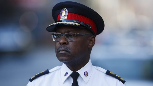 مارك ساندرز رئيس جهاز شرطة تورونتو يقول إنّ مهمّة الشرطة تقضي بحماية أرواح الناس وتعزيز أمن المجتمع/Cole Burston/CP