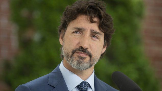 رئيس الحكومة الكنديّة جوستان ترودو يتحدّث في مؤتمره الصحفي في أوتاوا في 22-06-2020/Adrian Wyld/CP