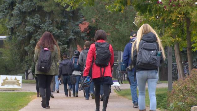 حكومة ألبرتا أرجأت تطبيق خطّتها الجديدة لتمويل الجامعات والمعاهد بسبب جائحة كوفيد-19/Radio-Canada