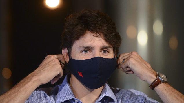 """أوضح جوستان ترودو رئيس الحكومة الكندية أنّ :"""" كندا ستتبرع بمبلغ 180 مليون دولار لمواجهة الآثار الإنسانية والإنمائية الفورية لجائحة كوفيد 19."""". كما ستتبرع كندا بمبلغ 120 مليون دولار لمبادرة جديدة تم إنشاؤها في أبريل نيسان من قبل منظمة الصحة العالمية - The Canadian Press / Sean Kilpatrick"""