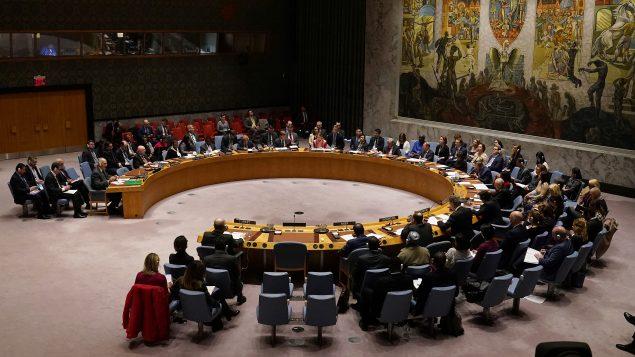 ويضم مجلس الامن الدولي 15 مقعداً بينها خمسة للدول دائمة العضوية (الولايات المتحدة وروسيا والصين وبريطانيا وفرنسا) وعشر دول غير دائمة العضوية يجدد نصفها كل سنة لتتولى مهامها بعد ستة أشهر من التصويت - (أرشيف) - Carlo Allegri / Reuters