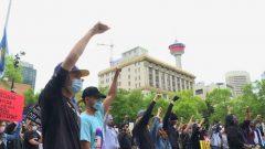 مظاهرة ضد العنصرية في شوارع كالغاري في بداية يونيو حزيران الماضي - Terri Trembath / CBC