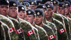يحاول الجيش الكندي تجنيد المزيد من النساء وأعضاء الأقليات الظاهرة والسكّان الأصليين من أجل تقديم صورة أكثر قُربًا من المجتمع الكندي - Jeff Mcintosh / The Canadian Press