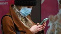 تطبيق على الهواتف الخليويّة يتيح للكنديّين تتبّع المصابين بعدوى كوفيد-19 الذين اختلطوا بهم/Dylan Martinez/Reuters