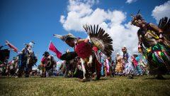 ألغى السكّان الأصليّون العديد من مهرجاناتهم بسبب جائحة كوفيد-19/Darryl Dyck/CP