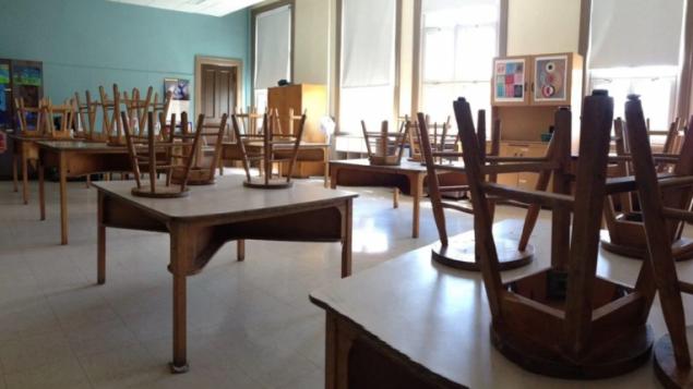 أقفلت المدارس أبوابها في كندا منتصف آذار مارس 2020 بسبب جائحة كوفيد-19/Anne-Louise Despatie / Radio-Canada