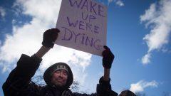 تم توزيع أكثر من 6.000 علب النالوكسون، وهو ترياق يقضي آثار أشباه الأفيونيات ، في أراضي هيئة الخدمات الصحية للأمم الأوائل - The Canadian Press / Darryl Dyck