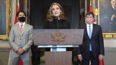 من اليمين إلى اليسار : دومينيك لوبلان، كريستيا فريلاند و جوستان ترودو خلال الندوة الصحفية التي أعقبت مراسم تأدية اليمين الدستورية اليوم في أوتاوا - The Canadian Press / Adrian Wyld