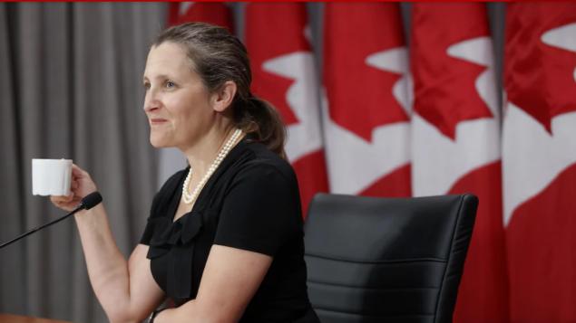 كريستيا فريلاند نائبة رئيس الحكومة الكنديّة ردّت على القرار الأميركي بقرار مماثل/Cole Burston/CP