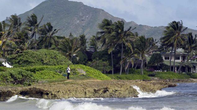 سيكون للمسافرين الذين يصلون إلى هاواي من خارج الولاية خيار اختبار كوفيد 19 قبل الدخول أوإظهار دليل على أنهم غير مصابين لتجنب فترة الحجر الصحّي - Eric Risberg / Associated Press