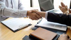 للاستفادة من السياسة المؤقتة الجديدة ، يجب التقدم بطلب للحصول على تصريح عمل قبل 31 مارس آذار 2021 - iStock / Chalirmpoj Pimpisarn
