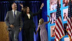 كامالا هاريس مع زوجها دوغ أمهوف أمس الخميس في اليوم الرابع للمؤتمر العام للحزب الديمقراطي أمس الخميس 20 أغسطس آب 2020 في ويلمينتون في ولاية ديلاوير - AP Photo/ Andrew Harnik