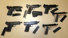 من بين الأسلحة التي استُخدمت في ارتكاب جريمة يمكن تحديد مصدرها ، تم شراء 34٪ في كندا بينما جاء 66٪ من الولايات المتحدة - Radio Canada