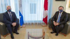 إرين أوتول زعيم حزب المحافظين (إلى اليسار) ورئيس حكومة كيبيك فرانسوا لوغو في مونتريال في 14-09-2020//Ryan Remiorz/CP