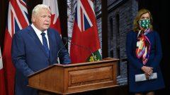 رئيس حكومة أونتاريو دوغ فورد ووزيرة الصحّة كريستين إليوت خلال المؤتمر الصحفي في 24-09-2020//Nathan Denette/CP