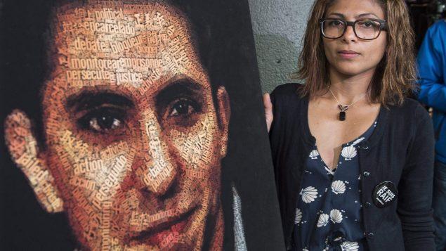 """قالت إنصاف حيدر إن زوجها كان يشارك زنزانة مع حوالي 15 سجينًا، بينهم إرهابيون، مما جعلها """"قلقة للغاية"""" - (أرشيف) - The Canadian Press / Paul Chiasson"""