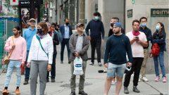 قالت  جينفياف غيلبو  وزيرة السلامة العامة ونائبة رئيس حكومة كيبيك إن المخالفين سيواجهون على الأرجح غرامات تتراوح بين 400 دولار إلى 6000 دولار - The Canadian Press / Ryan Remiorz