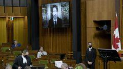 كان التصويت حضوريًّا بالنسبة للبعض وافتراضيًّا بالنسبة للآخرين بسبب جائحة كوفيد 19 - Justin Tang / The Canadian Press