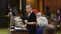 كريستيا فريلاند وزيرة المال الكنديّة تتحدّث في مجلس العموم في 26-10-2020/Sean Kilpatrick/CP