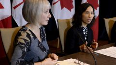 وزيرة الصحّة الكنديّة باتي هايدو ومديرة وكالة الصحّة العامّة د. تيريزا تام/Justin Tang/PC