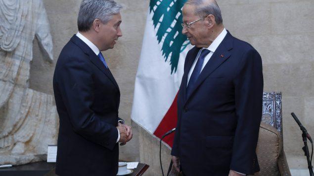 الرئيس اللبناني الجنرال ميشال عون مستقبلا وزير خارجيّة كندا في 27-07-2020/Dalati Nohra via AP)