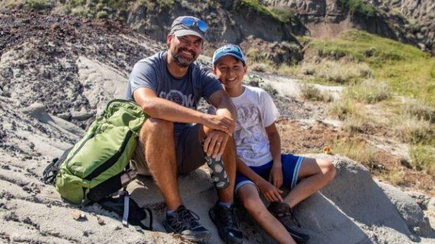 الطفل ناثان هروشكين وأبوه ديون - Photo : Nature Conservancy of Canada