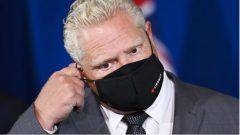 """""""أنا لا أتخذ هذا القرار بقلب فرح. لكن يجب أن نمنع انتشار الفيروس.""""، دوغ فورد ، رئيس حكومة أونتاريو - The Canadian Press / Nathan Denette"""