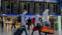 في يوليو تموز الماضي، وضع الاتحاد الأوروبي قائمة بالدول التي سيسمح لمواطنيها بالسفر غير الضروري - AP Photo / Michael Probst