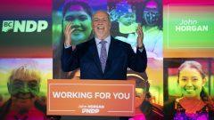 قال جون هورغان، زعيم الحزب الديمقراطي الجديد في بريتيش كولومبيا، إن حزبه فاز بالأغلبية ، لكن لا يزال هناك فرز للعديد من الأصوات - The Canadian Press / Jonathan Hayward
