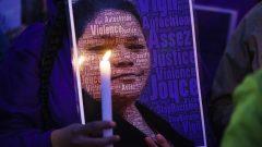 تجمّع أمام مستشفى مدينة جولييت للتنديد بالعنصرية التي تعرّضت لها جويس إيتشاكوان وهي امرأة من السكان الأصليين قبل موتها - Paul Chiasson /  The Canadian Press
