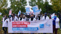 عمّال الصحّة يتظاهرون في مونتريال للمطالبة بتحسين ظروف عملهم في 19-10-2020/Paul Chiasson/CP