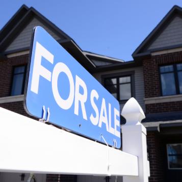 بيتي في كندا - الحلقة رقم 1: شراء أم إيجار؟ وهل الظروف مؤاتية للشراء؟