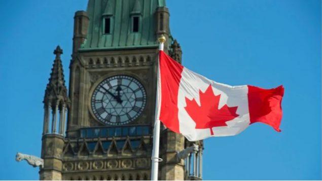 الحكومة الكندية تنجو من تصويت على حجب الثقة