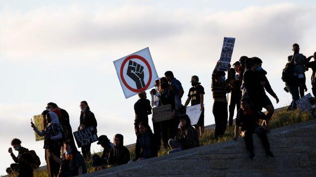 متظاهرون في مدينة وينيبيغ للتنديد بالعنصريّة في 05-06-2020/John Woods/ CP